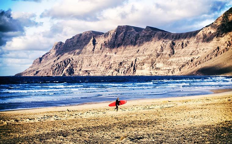 Las Islas Canarias al descubierto: conoce Lanzarote, la  hermana deportista, sustentable y briosa de esta familia