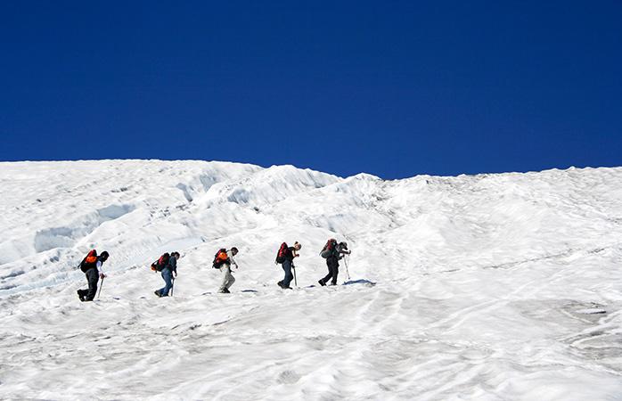 Haz senderismo en el volcán Villarrica de Pucón (Chile), uno de los mejores destinos turísticos de Sudamérica