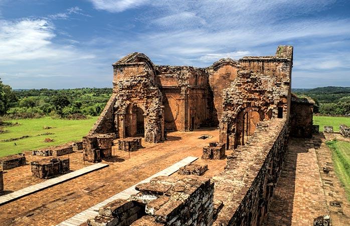 En tu próximo destino turístico en Sudamérica visita las antiguas misiones jesuitas cerca de Encarnación, Paraguay